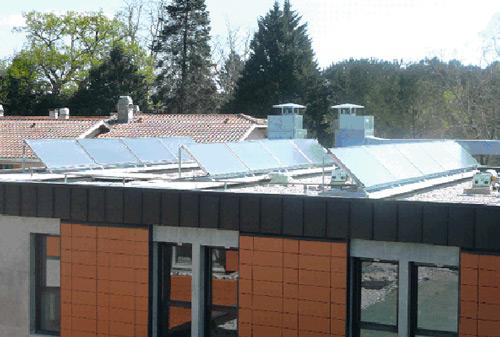 panneaux solaires inclinés