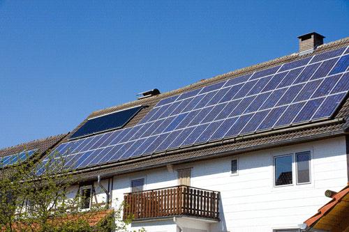 Maison produisant sa propre énergie
