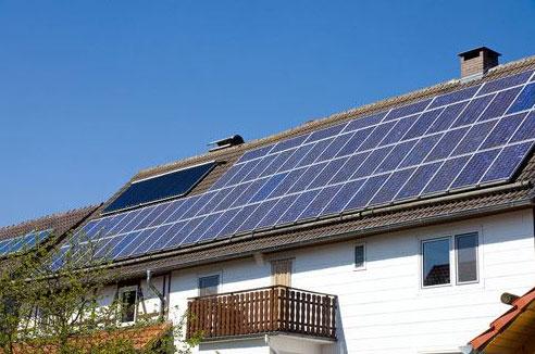 Maison avec panneaux PV et Chaudière bois : 100 % énergies renouvelables