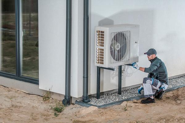 Mise en oeuvre d'une pompe à chaleur par un professionnel qualifié